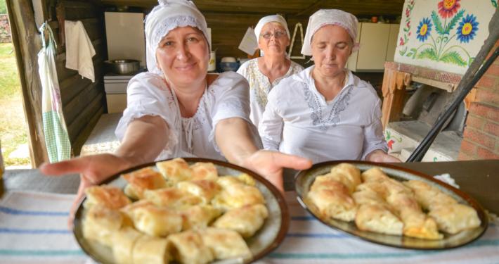 Moldawische Gastfreundschaft mit traditionellen Kuchen